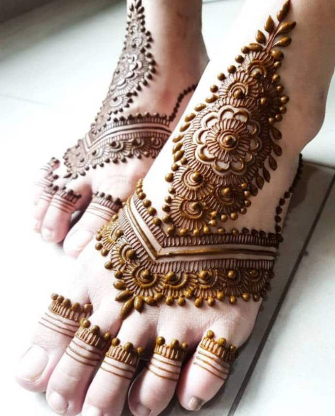 Arabic-Mehndi-with-Floral-Dotting-Design