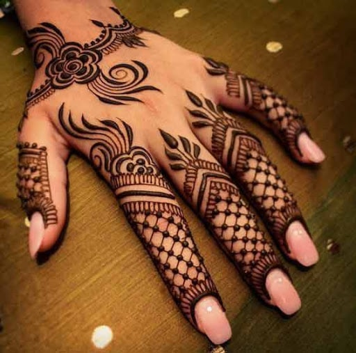 Beautiful Jaali Finger Henna Tattoo
