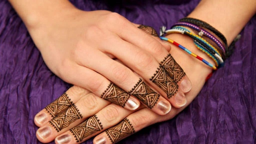 Finger-Mehndi-Designs-geometric