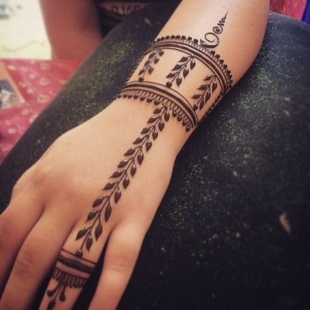 Leaf-inspired-Simple-Mehndi-design