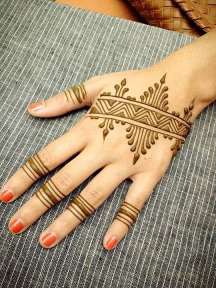 Linear Band Ring Affair Henna Pattern