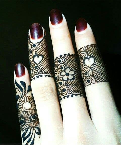lace-flowers-and-hearts-finger-mehndi-designs
