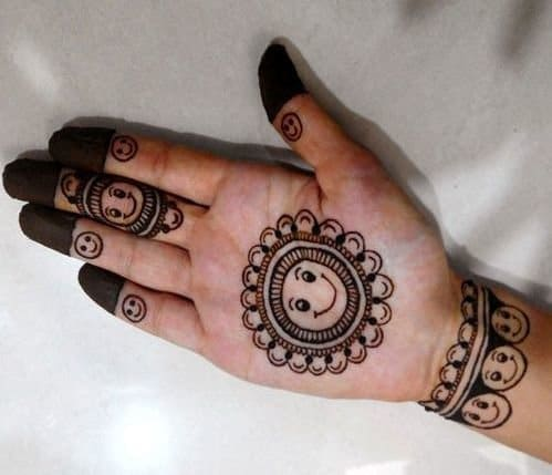 Simple-Mehndi-Designs-for-Kids- 1