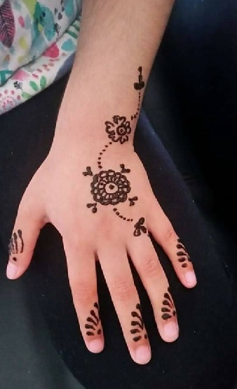 Simple-Mehndi-Designs-for-Kids-2