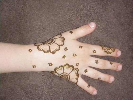 Simple-Mehndi-Designs-for-Kids-3