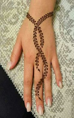The golden wine simple mehndi design