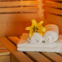 close-up-fresh-towels-yellow-lily-sauna (1)